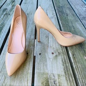 Vince Camuto size 10 tan patent leather heels